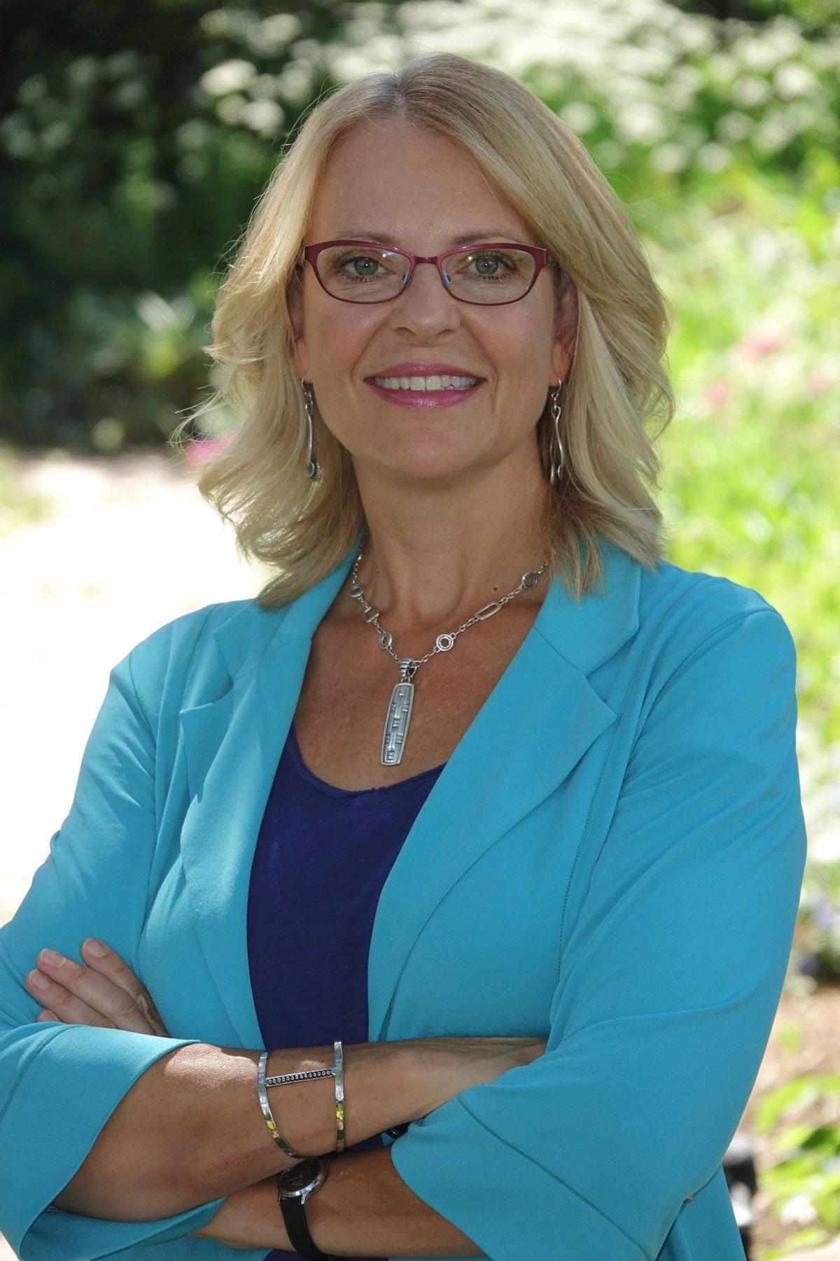 Reina Bach, Chief Executive Officer